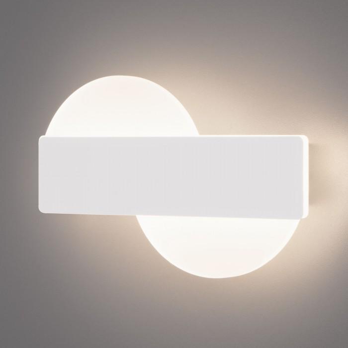 1Настенный светодиодный светильник 40143/1 белый Евросвет