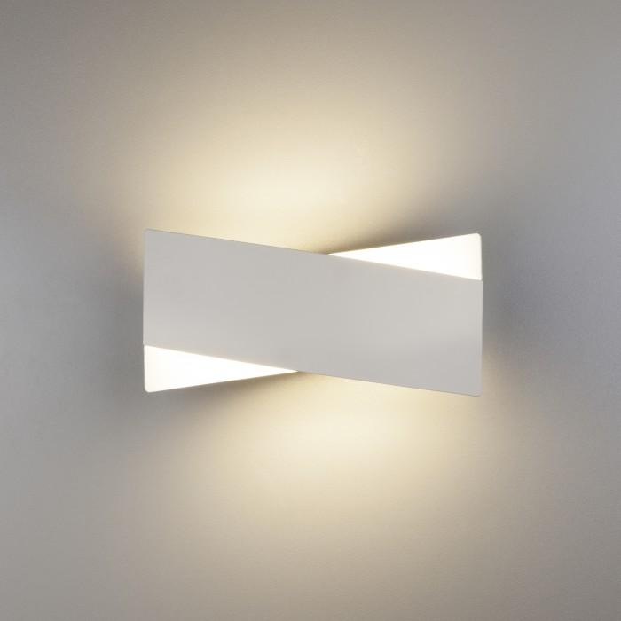 1Настенный светодиодный светильник 40145/1 белый Евросвет